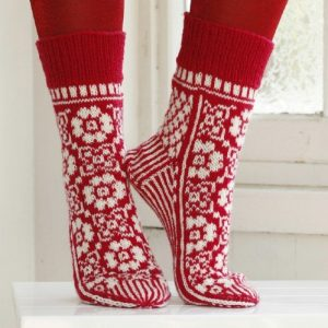 Adorable-Knitted-Christmas-Socks4