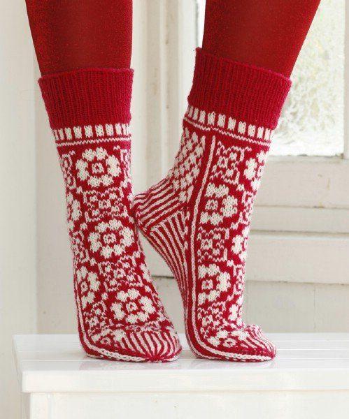 Adorable-Knitted-Christmas-Socks4