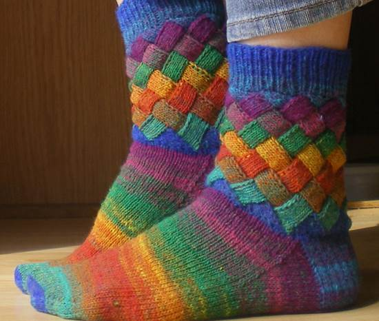 DIY-Rainbow-Color-Patch-Knitted-Socks-51